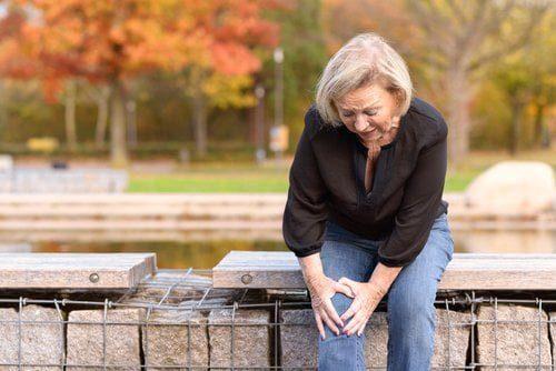 Les injections d'anti-inflammatoires stéroïdiens dans les articulations aggravent l'arthrose