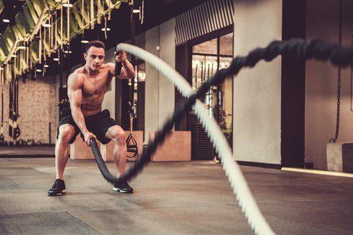 entrainement sportif intensif avec une corde