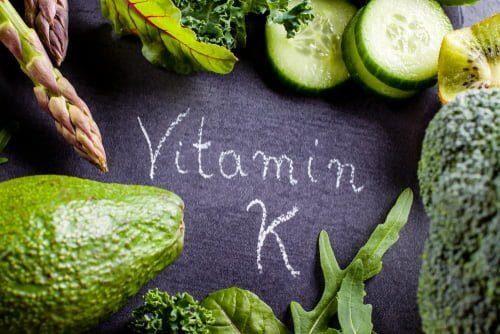 mélange de légumes verts riches en vitamine K1